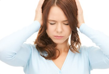 tinnitus-s1-photo-of-woman-covering-ears